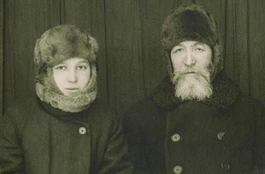 Александр Самарин с дочерью Лизой в якутской ссылке, 1926 год
