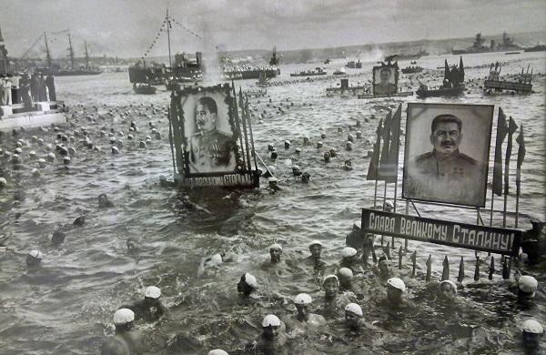Александр Устинов. Массовый заплыв в честь Дня военно-морского флота. Севастополь, 24 июня 1949