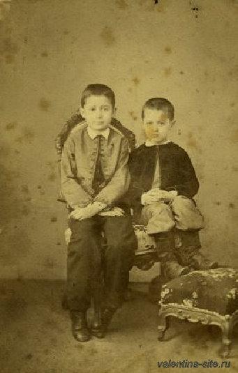 Константин Коровин (справа) с братом Сергеем. 1860-е