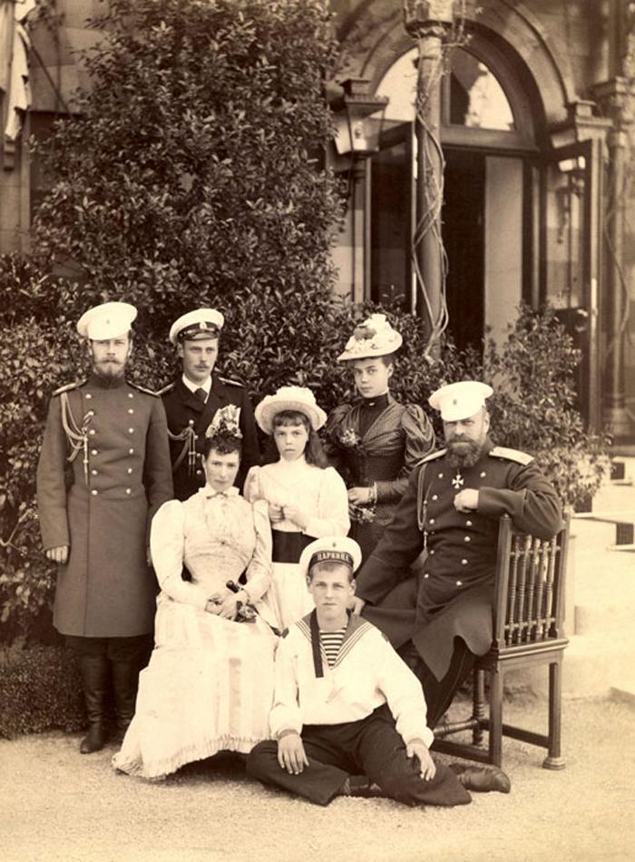 Николай, Георгий, Мария Фед, Ольга, Михаил, Ксения и Император Александр III