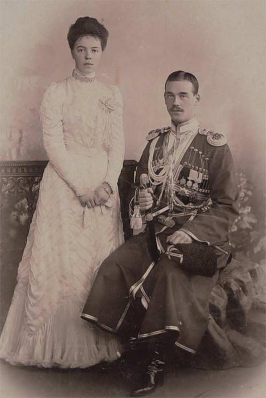 Великая княгиня Ольга с братом, Великим князем Михаилом Александровичем
