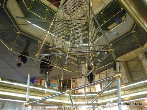 Достопримечательность парома - имитация корабельной лестницы