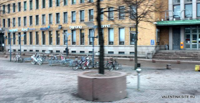 Велосипеды стоят повсюду