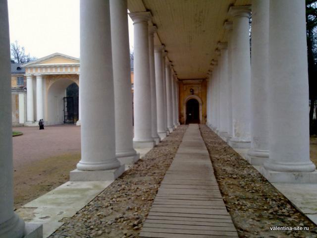 Колоннада в Парадном дворе