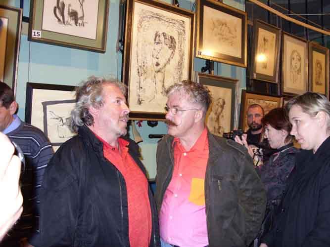 Андрей Макаревич и художник Андрей Белле на выставке в Днепропетровске