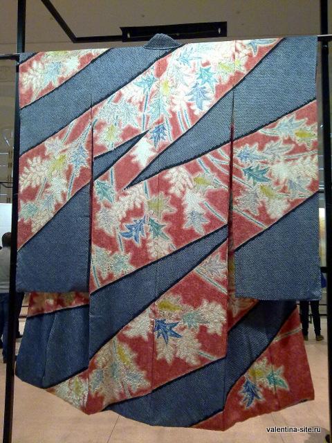 Цветы, запутавшиеся в ограде. 1980